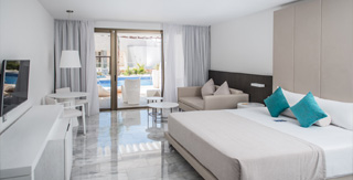junior-suite-deluxe-swimout-platinum-yucatan-princess-hotel-room