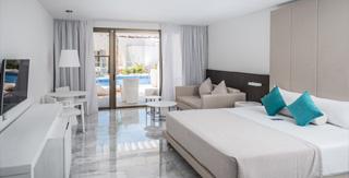 junior-suite-deluxe-swimout-platinum-yucatan-princess-hotel-room